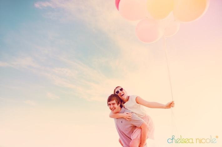 las-vegas-engagement-session-with-balloons
